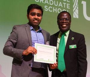 Dr. Joseph Oppong, Professor of Geography and Associate Dean for Research and Professional Development at UNT's Toulouse Graduate School, presents the People's Choice Award to Rajasekhar Ganduri.
